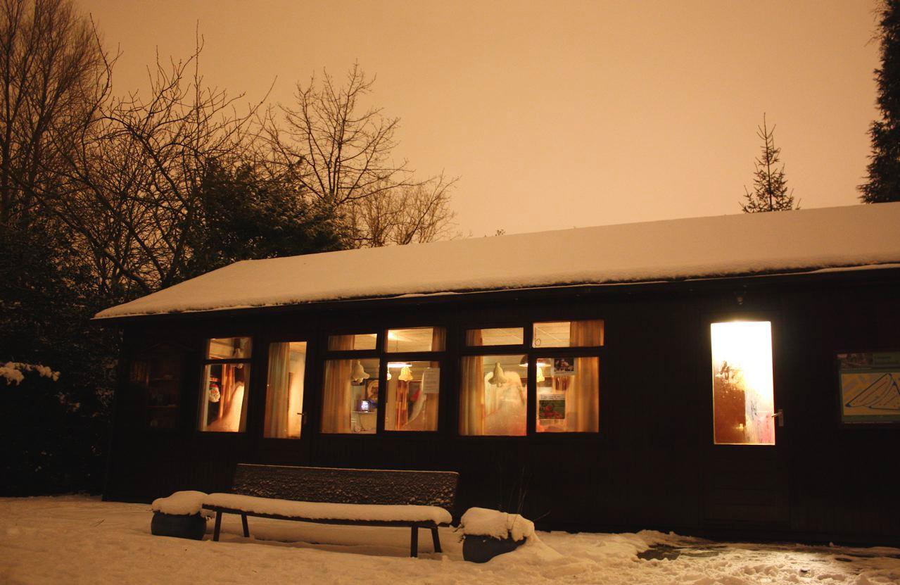 Zonnehoek in de sneeuw